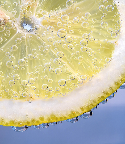 slice of lemon in glass of water with baking soda